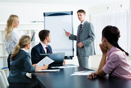 ¿Cuáles son las diferencias entre un jefe y un líder?